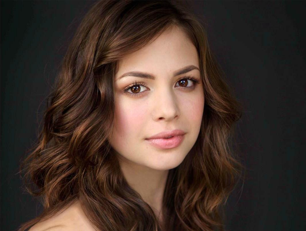 Revelada a atriz que será a Moça-Maravilha na série de TV dos Titãs!