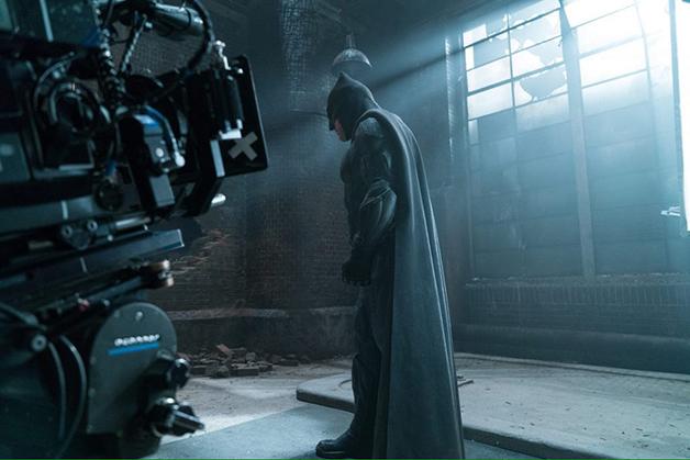 Divulgado uma nova imagem do Batman nos bastidores de Liga ...