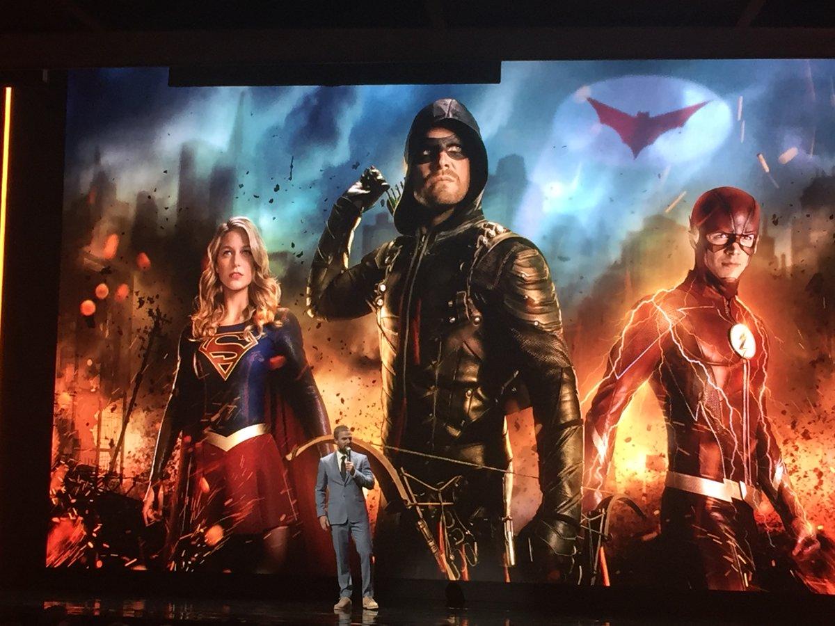 Stephen Amell confirma que o próximo crossover do Arrowverse terá Batwoman e Gotham City!
