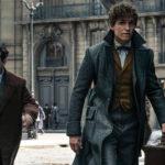 Newt e Jacob se encontram com bruxo em nova foto oficial de Animais Fantásticos: Os Crimes de Grindelwald!