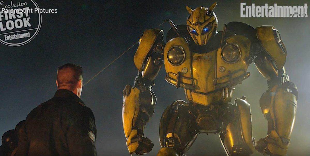 John Cena se encontra com o Bumblebee em nova foto do filme solo!